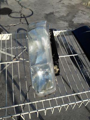 Headlight 2002 driver side for Sale in Phoenix, AZ