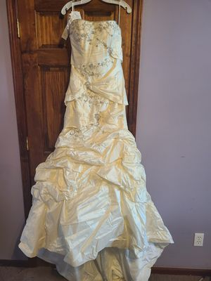 Wedding Dress for Sale in North Branch, MI