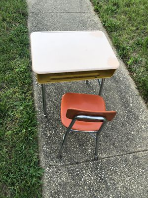 Elementary Desk/Chair for Sale in Baltimore, MD