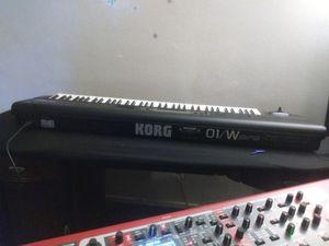 korg 01w pro usado el piano ensiende ase una semana se empeso adesvaneser la pantalla se puso oscura .. for Sale in Los Angeles, CA
