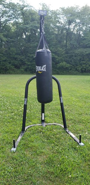 Everlast Punching Bag w/ Stand for Sale in La Rue, OH
