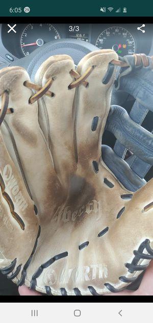 Worth glove softball lefty for Sale in Miami, FL