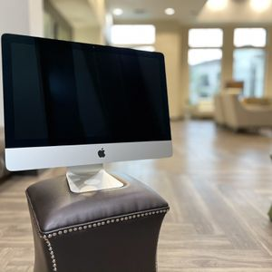 21 Inch Apple iMac with GatorCase for Sale in Gilbert, AZ