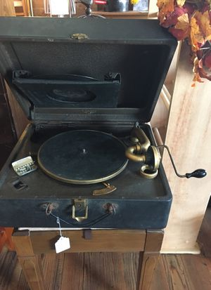 Victrola vintage record player for Sale in Lathrop, MO