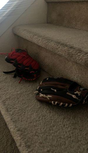 Baseball gloves for Sale in Hesperia, CA