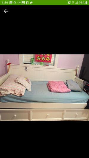 Twin bed for Sale in Miami, FL