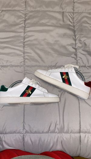 gucci bee shoes size 8.5-9 for Sale in Lynnwood, WA