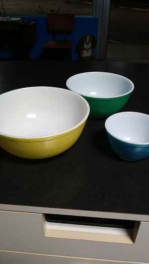 Vintage Pyrex Primary Colors Yellow Green Blue for Sale in Chesapeake, VA