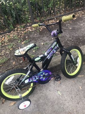 14 inch kids bike with training wheels for Sale in Houston, TX
