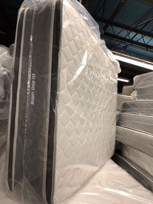 Queen jumbo orthopedic double side pillow top mattress and box spring for Sale in Chicago, IL
