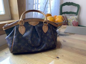 Louis Vuitton medium size bag for Sale in Sioux Falls, SD