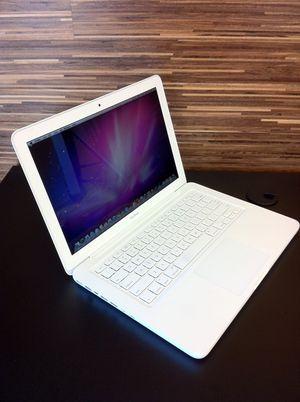 Macbook 2009- good condition for Sale in Miami, FL