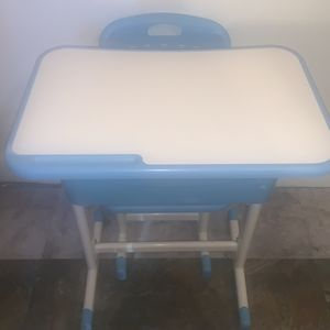 Kid's Desk- $20 for Sale in Baltimore, MD