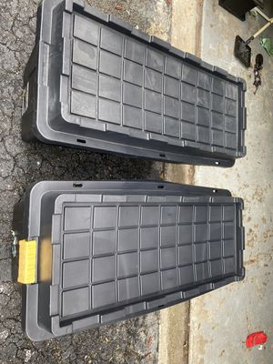 Big tote, plastic containers 64 gallons with lid (2) for $40 both for Sale in Miami, FL