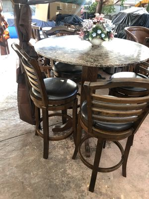 Comedor 4 sillas muy bonita no roto y nacidas las sillas Bartool. jiran. La mesa es Marbol original ( piedra). Similar f oro for Sale in Downey, CA