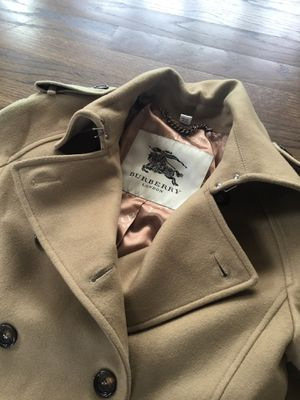 Bodies BURBERRY trench style coat Large for Sale in Arlington Heights, IL