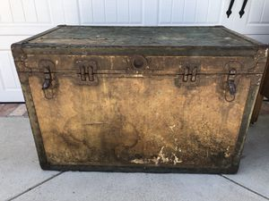 Vintage trunk / chest / coffee table / storage for Sale in Glendora, CA