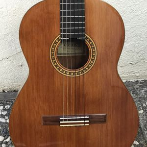YAMAHA CG-111C ACOUSTIC CLASSICAL GUITAR for Sale in Fremont, CA