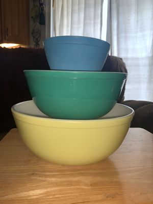 Pyrex primary colors vintage mixing bowls for Sale in Wilton, CA
