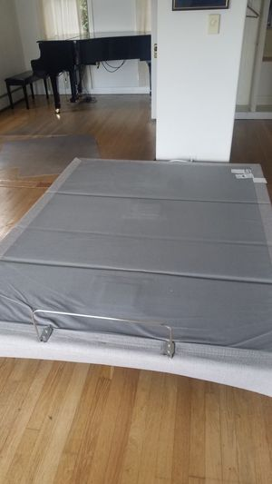 Tempur-pedic adjustable/massaging frame, Serta Icomfort mattress for Sale in Lynnwood, WA