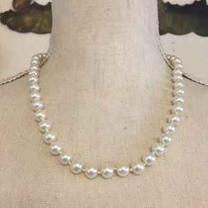 Vintage knotted creamy glass pearl necklace for Sale in Henderson, NV
