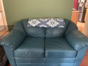 Leather couch and loveseat for Sale in Wesley Chapel, FL