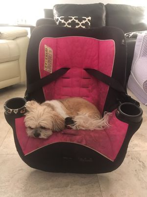 Cosco Minnie Mouse Car seat (dog not included) for Sale in Miami, FL
