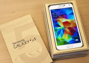 Samsung Galaxy S 5 , Unlocked for All Company Carrier , Excellent Condition like New for Sale in Springfield, VA