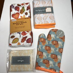 Kitchen towels, drying mat, oven mitt, sponges for Sale in Los Angeles, CA