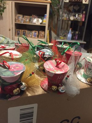 11 Christmas mini top hat ornaments for Sale in Rancho Cucamonga, CA