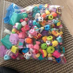 Shopkins Assortment With Play Set for Sale in San Leandro,  CA