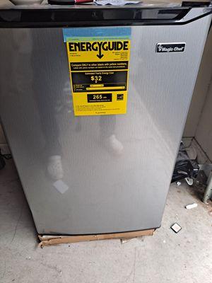 Mini Refrigerator 4.5 cu.ft. Magic Chef for Sale in Lawrenceville, GA