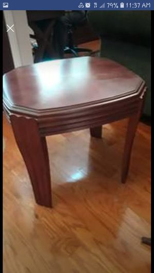Mahogany End table FREE for Sale in Tarpon Springs, FL