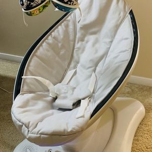 4 Moms Mamaroo Swing for Sale in Norwood, MA