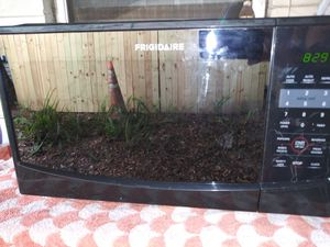 Figadaire Microwave for Sale in Lakeland, FL