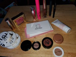 High end makeup bundle for Sale in Farwell, MI