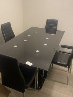 Glass Dining Room Table for Sale in Douglasville,  GA