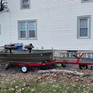 Jon Boat for Sale in Burlington, NJ