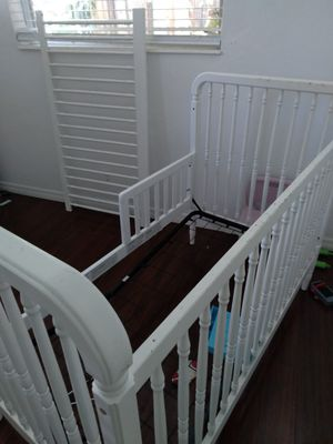 White crib for Sale in Fort Lauderdale, FL