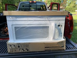 Whirlpool Microwave Hood combination. for Sale in Southampton, PA