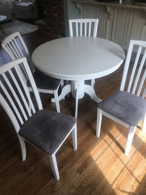 Kitchen Table & Chairs for Sale in Warren, NJ