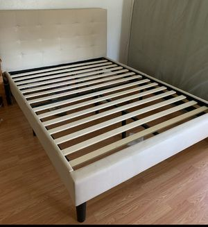 Queen bed frame in excellent condition for Sale in Elgin, TX