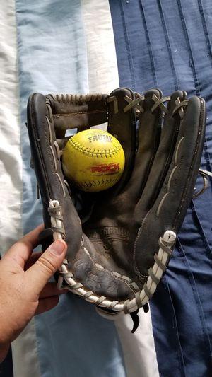 Rawlings softball glove for Sale in Pomona, CA