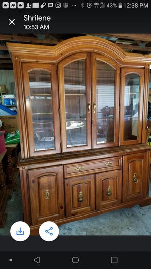 China cabinet and Kitchen table for Sale in Chesapeake, VA