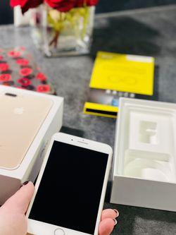 iPhone 📲 7 Plus/ 128gb/ Gold/ Unlocked for Sale in Lynnwood,  WA