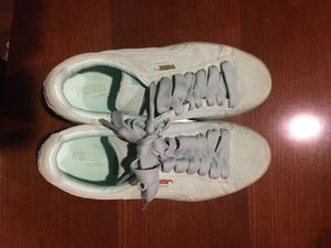 Girls Puma suede size 8 for Sale in Rockville, MD
