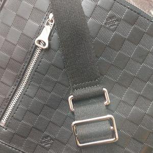 Louis Vuitton Messenger Authentic for Sale in Houston, TX
