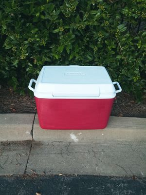 Rubbermaid. Cooler for Sale in Brentwood, TN
