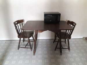 Small kitchen table and two chairs for Sale in Lusby, MD