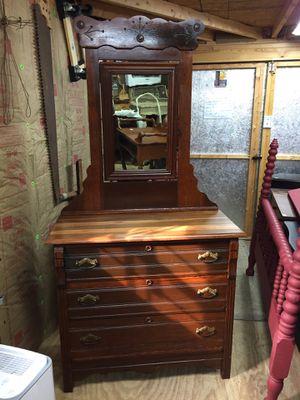 "Beautiful Dovetail Hardwood 3drawer dresser w/mirror33""tall3'long16 1/2""deep,very beautiful piece for Sale in Waynesboro, VA"